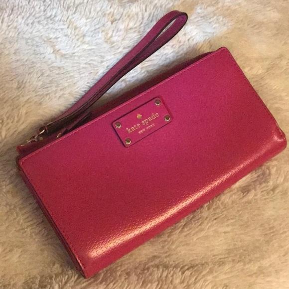kate spade Handbags - ♠️ Kate Spade Wellesley leather wristlet/wallet♠️